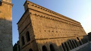 Mur de scène - théâtre antique d'Orange