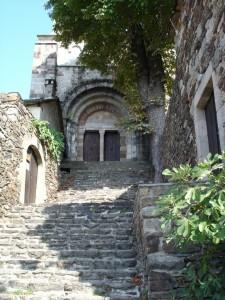 Le porche de l'église de Thines